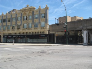 The Uptown-Broadway Building at Leland and Broadway, a strong contributor to the Uptown Square National Historic District. The CTA tracks run directly behind it.